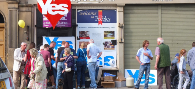 Pro-independence campaigners in Peebles.